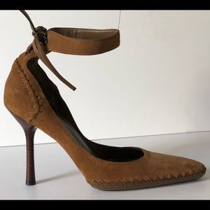 GUCCI BROWN SUEDE LEATHER ANKLE CUFF D ORSAY PUMPS